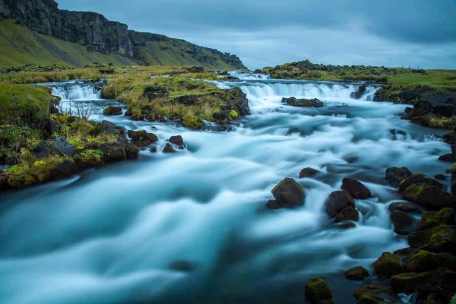 周笔畅摄影作品 2016年9月 冰岛瀑布.jpg
