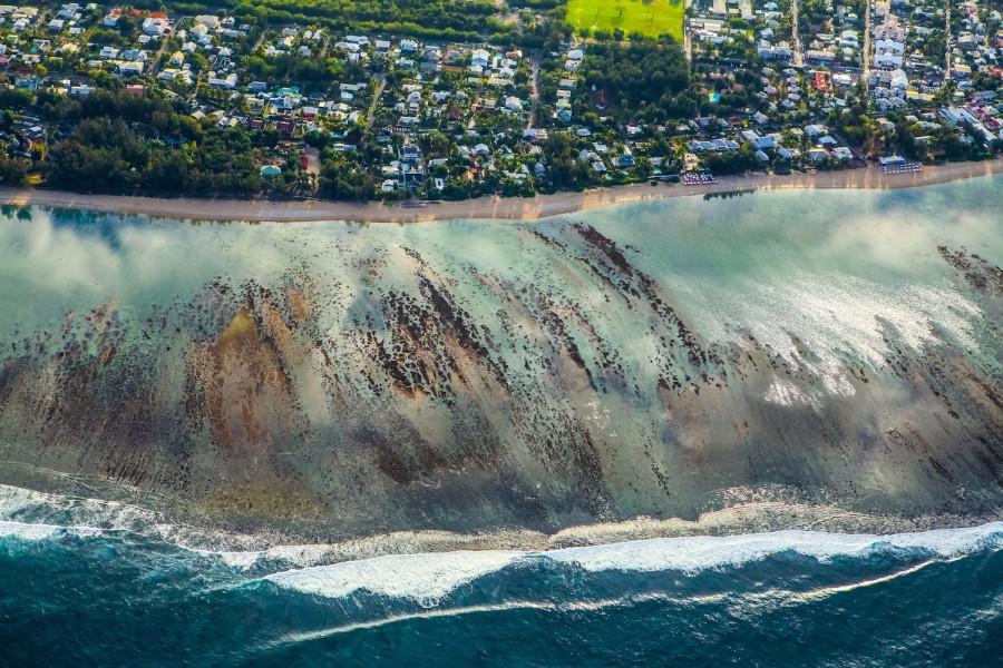 周笔畅摄影作品 2016年8月 直升机俯瞰留尼汪岛.jpg