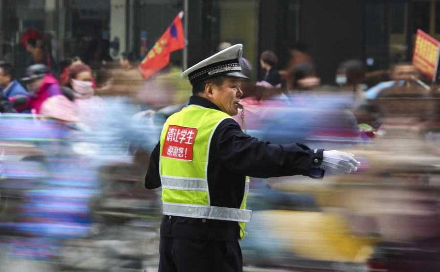 33、爱在路上 赵骏庆摄.jpg