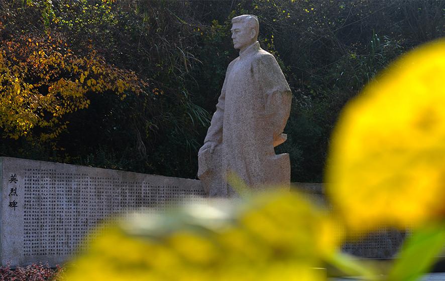 3皖西革命根据地主要创始人舒传贤塑像。_副本.jpg