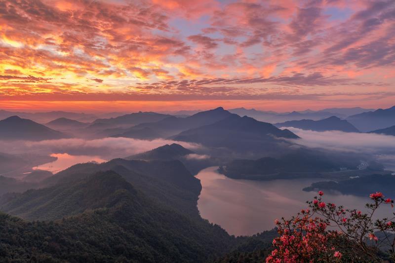 《春到屋脊山》摄影:杜向明_副本.jpg