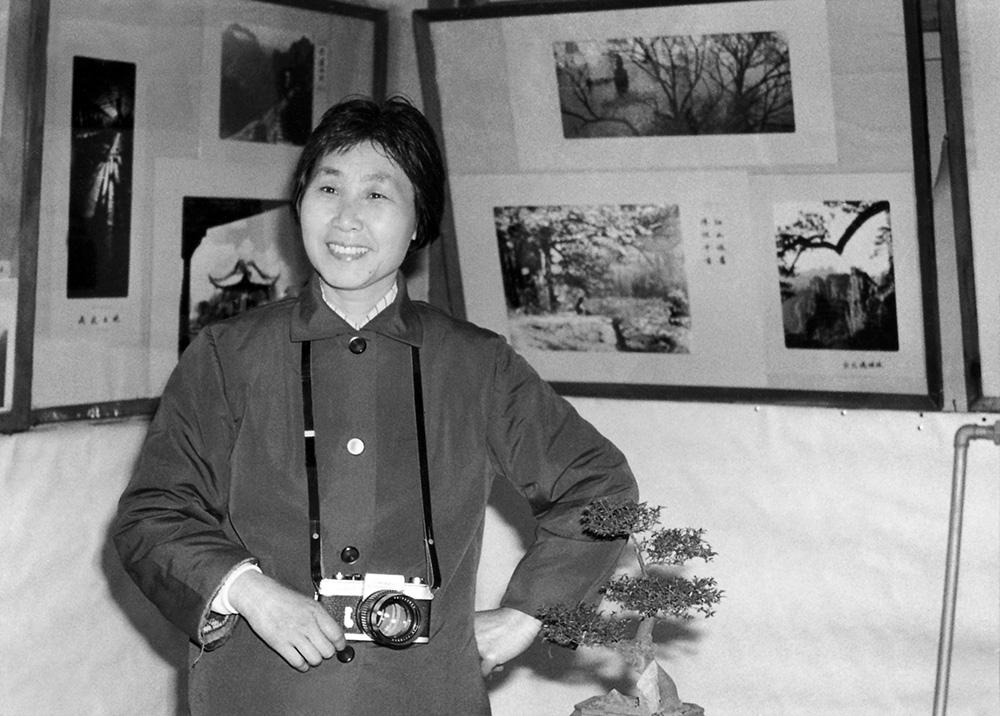 """1982年3月,陈克家在上钢三厂首次举办""""克家摄影展""""。.jpg"""