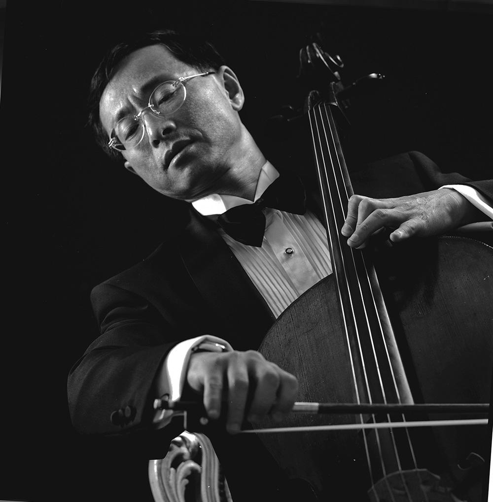 殷-7音乐家(浅木色框,框长边70cm短边70cm,照片长边40).jpg