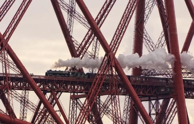 项目�UNetwork Rail 'Lines in the Landscape' Award 作品�UCaught in a Web of Iron 得奖者�UDavid Cation 拍摄地点�U苏格兰 North Queensferry